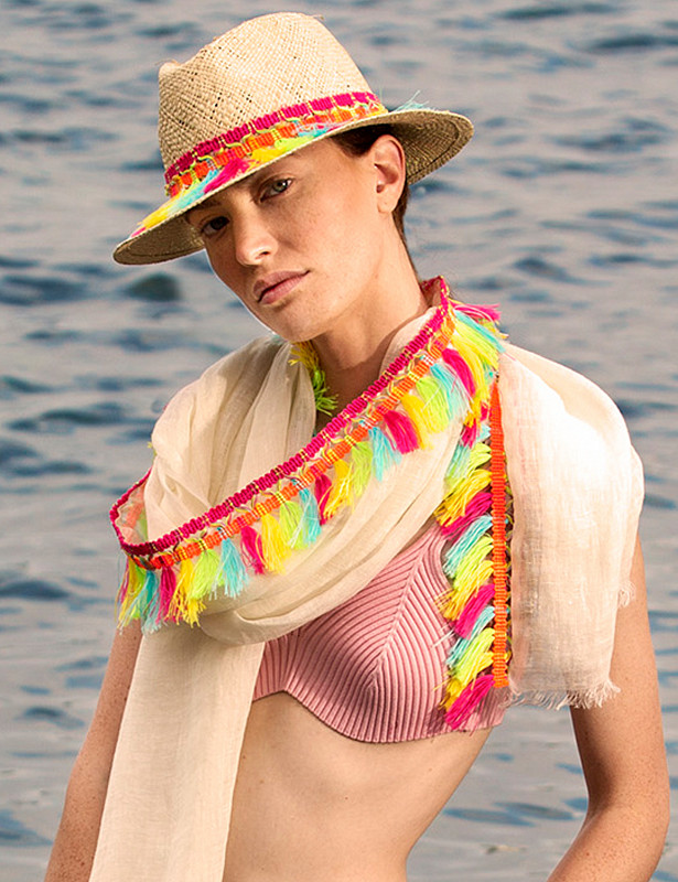 bjork-hat-straw-naturale-model.jpg