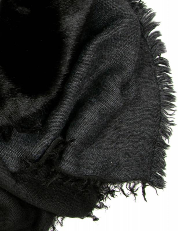 salice-scarf-fauxfur-p-black-detail.jpg