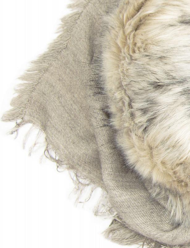 uasky-scarf-fauxfur-beige-grey-detail.jpg
