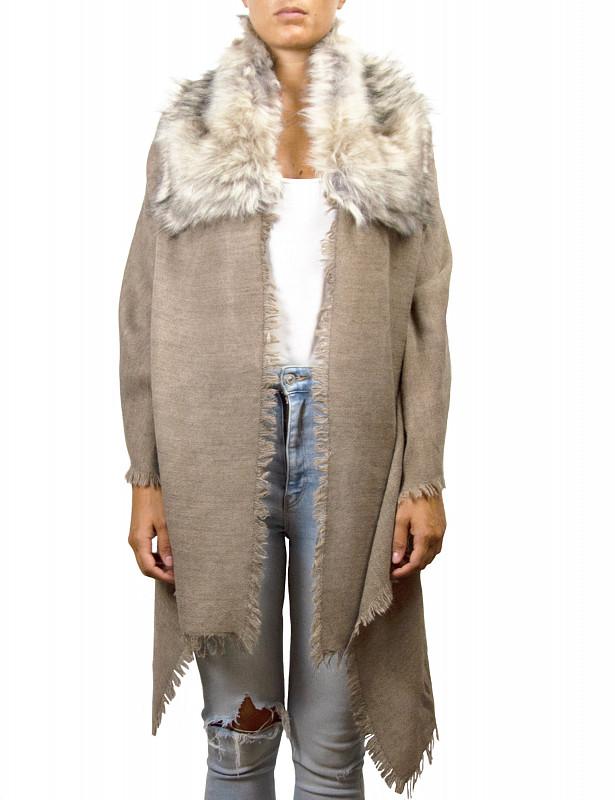 uasky-scarf-fauxfur-beige-grey-model.jpg