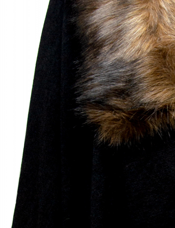 uberta-cape-fauxfur-d-black-detail.jpg
