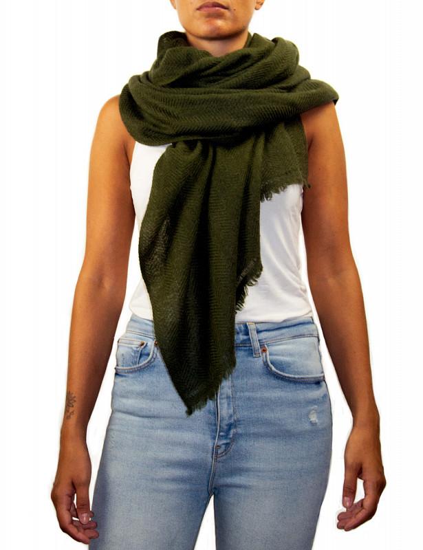 uma-stole-wool-cashmere-army-model.jpg