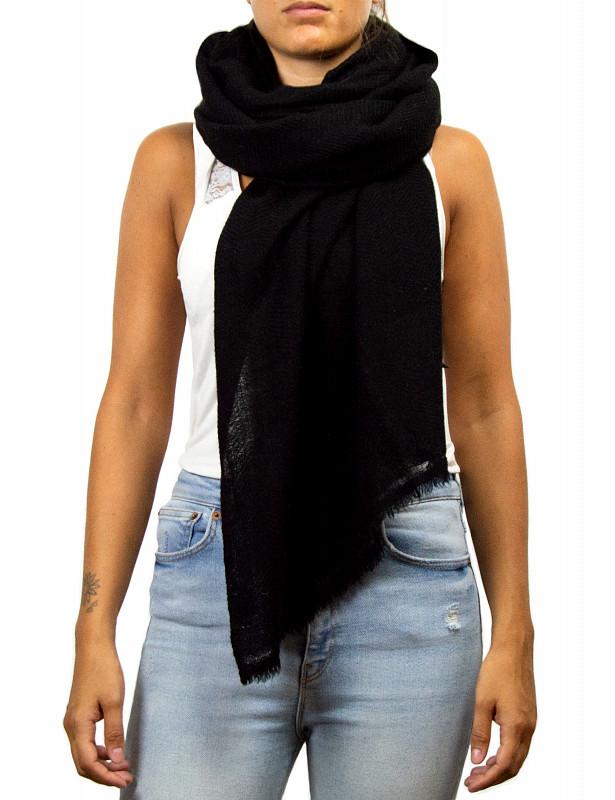 uma-stole-wool-cashmere-black-model1.jpg