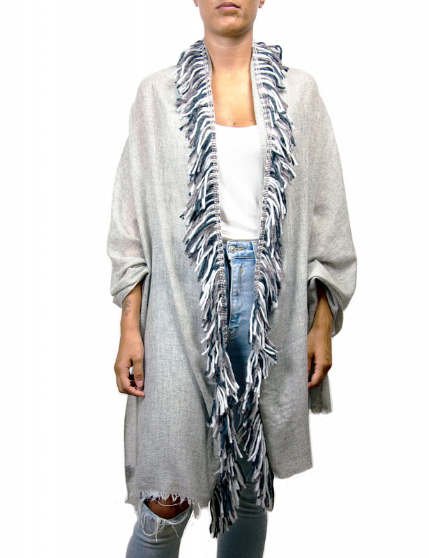 utah-stole-mix-wool-b-lightgrey-model.jpg