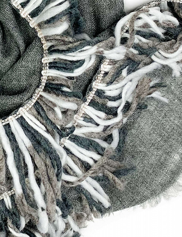 utah-stole-mix-wool-h-darkgrey-detail_1.jpg