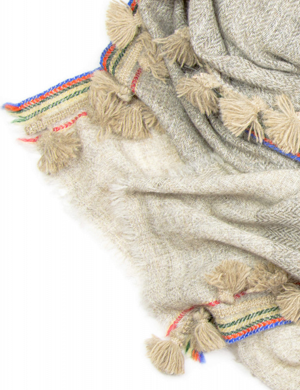 uzzo-stole-mix-wool-a-beige-detail.jpg