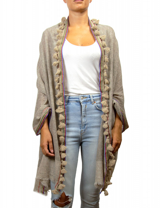 uzzo-stole-mix-wool-a-beige-model.jpg